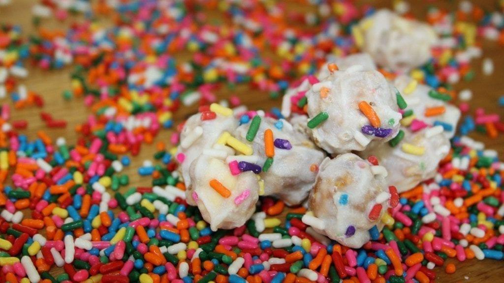 polar popcorn with skittles